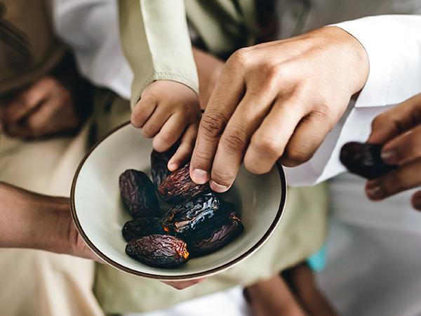 Sharing dates at Ramadan